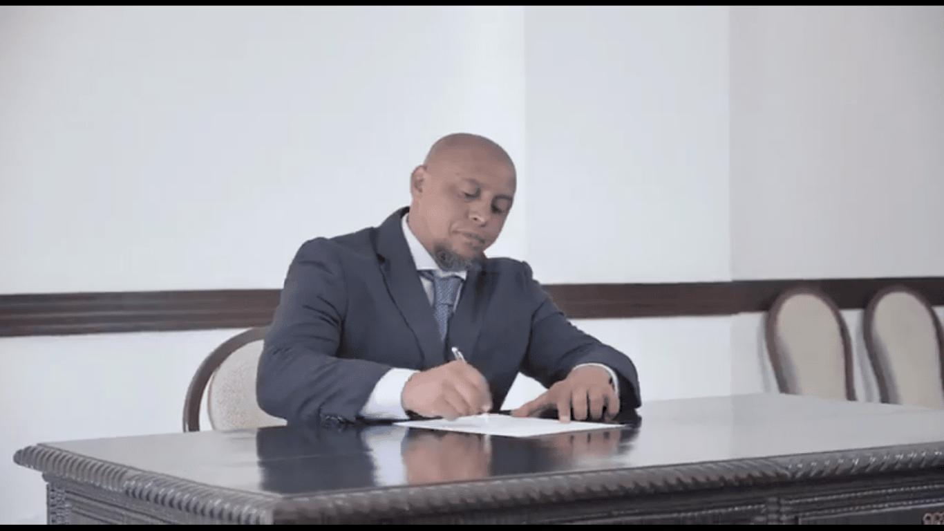 Video Kundigt Roberto Carlos Seine Ruckkehr Zu Fenerbahce An Gazetefutbol